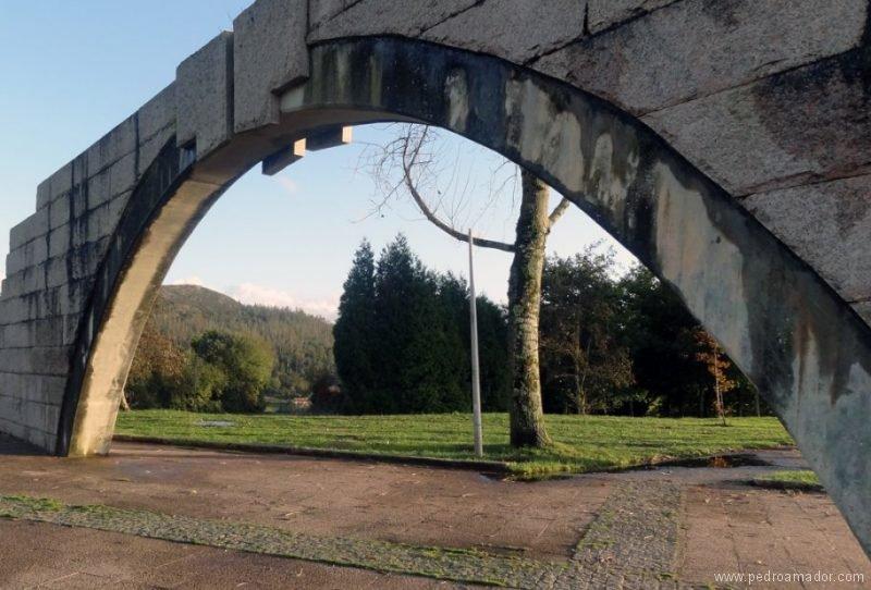 Una foto de un puente