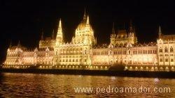 BUDAPEST Parlamento desde barco